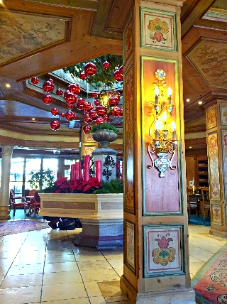 Hotel christmas decoration HDR Sample Photo Picture with HDR Android App Camera+ on a Samsung Galaxy S II (S2)