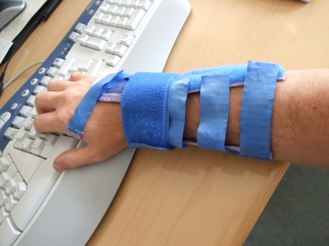with my repetitive strain injury solution #2: supporting my wrist directly with a wrist splint