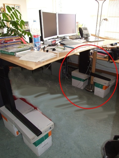 repetitive strain injury (RSI) sickness solution nr. 6: cheap high standing-desk to avoid wrist and neck crampness